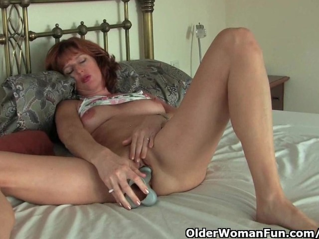 British milf masturbates alone video-4263