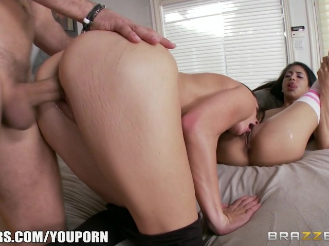 Stepsisters Share Big Dick - Brazzers - Free Porn Videos -9390