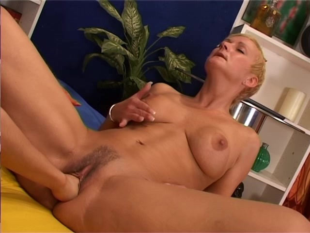 Horny Lesbian Gets Her Pussy Licked and Fisted - Free Porn Videos - YouPorn