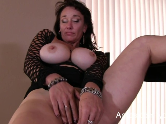 Mature mom porn photo