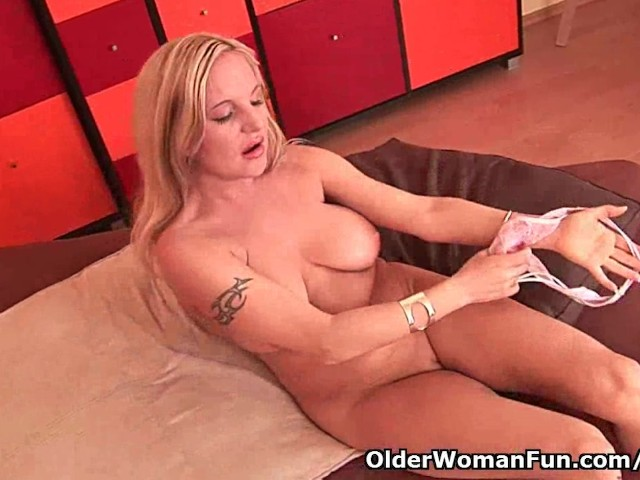 41 year old soccer mom fucks herself with a dildo 8