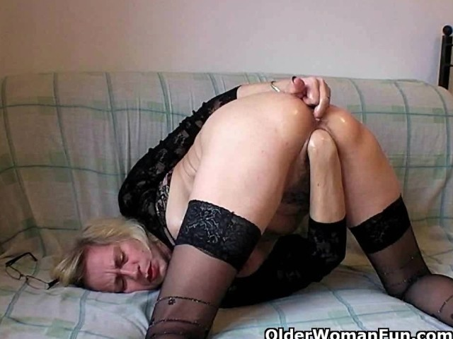 Порно бабули в чулках волосатый анал