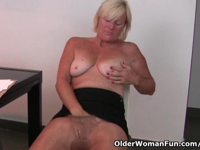 Belgium Milf Finger Fucks Her Pussy After An Exhausting -6680