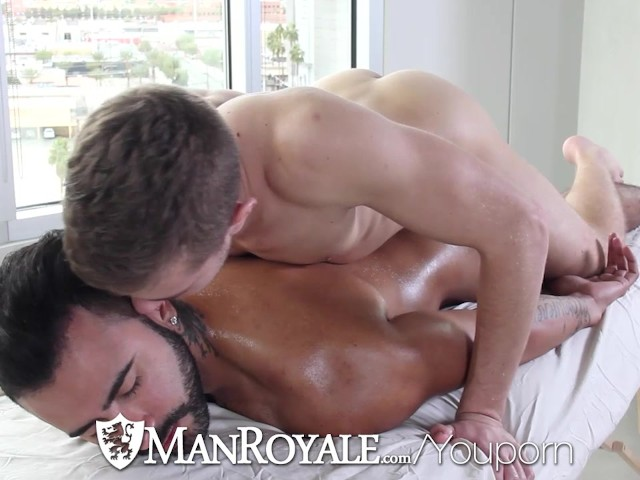 Manroyale hot guy comes back home for to fuck