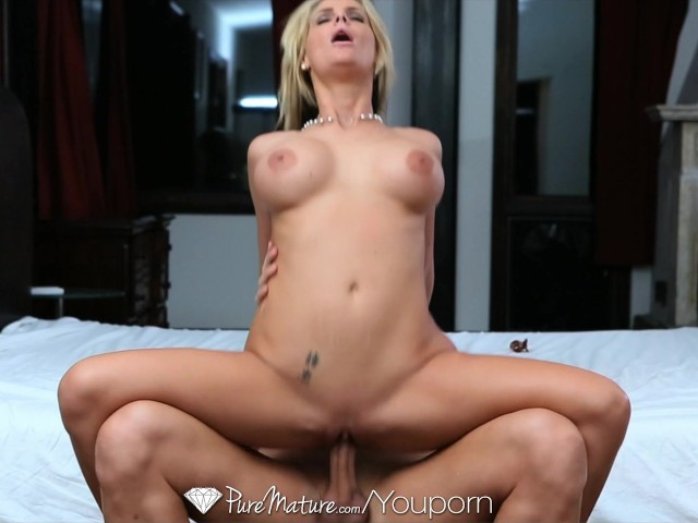 girl leaks out cum from vagina