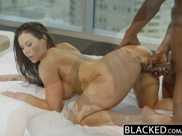 Fitness babe loves huge black cock