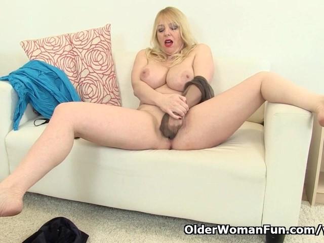 British Mother Porn - British mom Lucy exposing her fuckable body