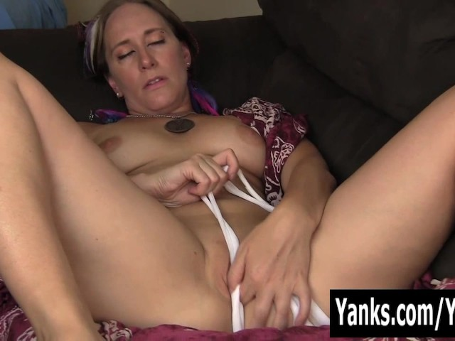 Sexy azrael rubbing her pussy 6