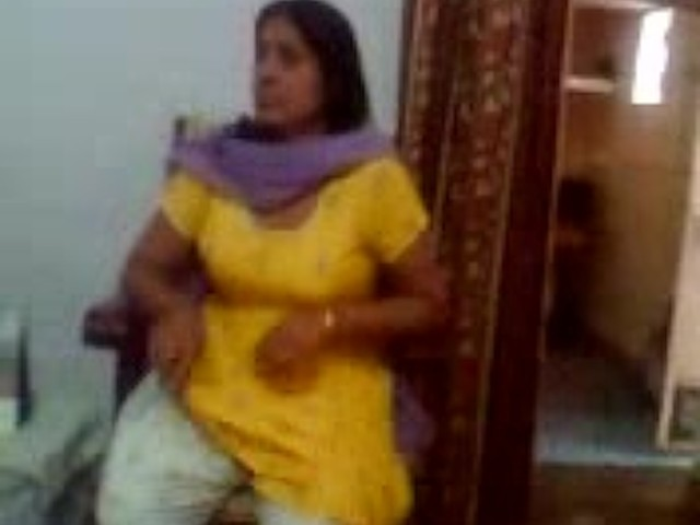 Indian Sex Video Of An Indian Aunty Showing Her Big Boobs -3701