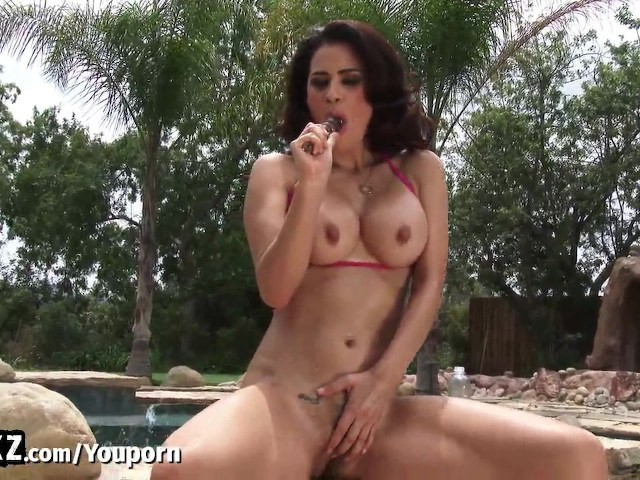 image Wankz horny latin babe fucking herself outside in the sun