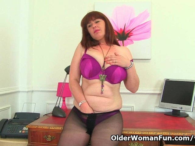 English milf ellen works her fabulous fanny with her fingers 5