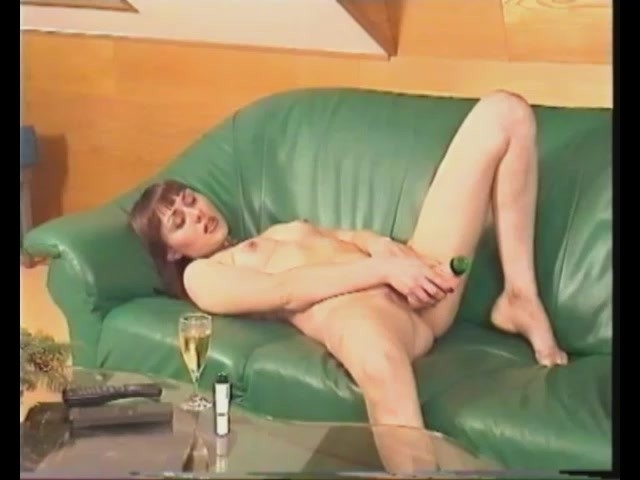 Cumming on the Couch - Julia Reaves