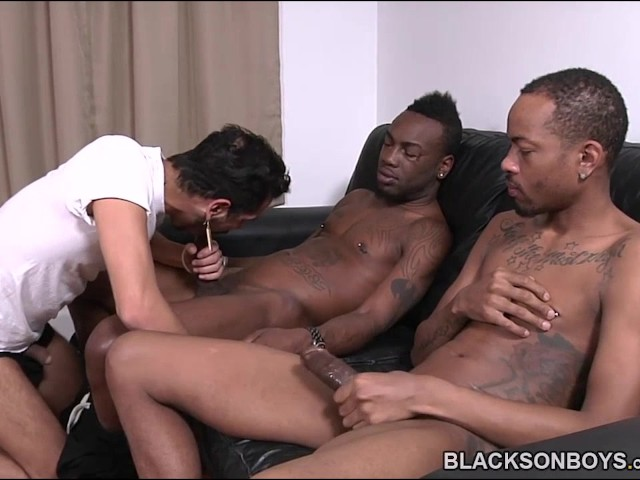 White Dude Sucking Off Two Black Cocks - Free Porn Videos -6577