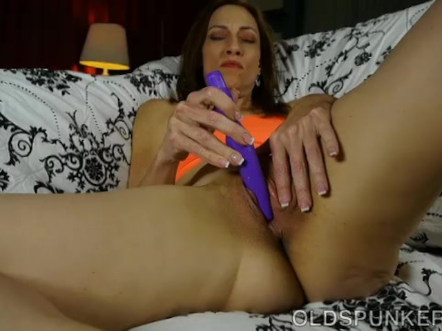 super sexy skinny old spunker has a soaking wet pussy - free porn