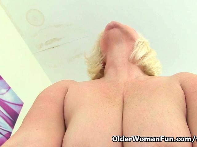 Kotitekoinen Granny blowjobs hyönteis porno sarja kuva