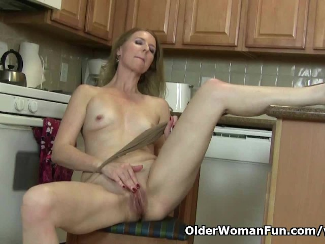 American milf lacy needs to get off in pantyhose 10