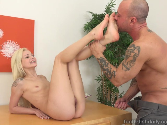 Elsa Jean Gets Explosion Of Cum All Over Her Feet - Free -9606