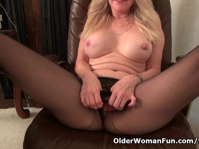 Office milf eva gives her mature pussy a treat 8