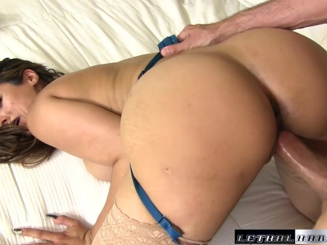 Very cougar reena sky wants to blow the poolboy