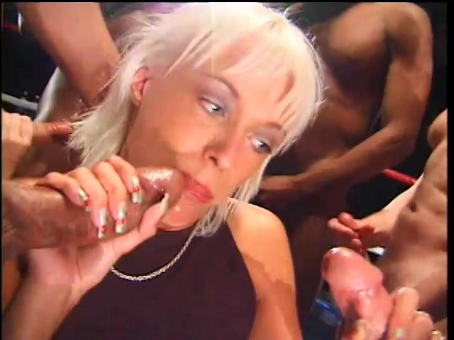 Brunette milf lavender rayne stuffs her twat with a toy 6