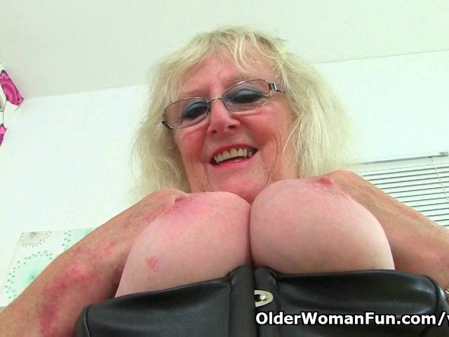 old-british-women-showing-pussy-juice-body