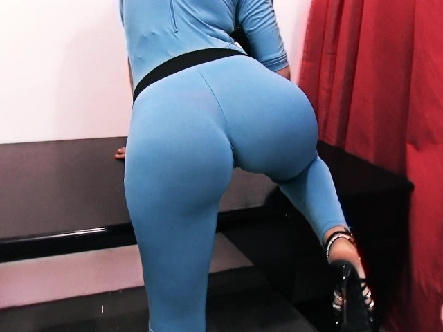 Huge ass wearing spandex and flip flops 6