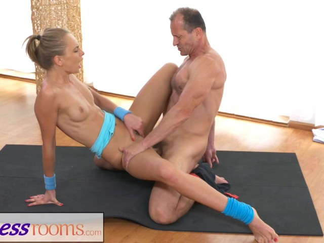 FitnessRooms Ivana Sugar has a full body and pussy stretch with fitness trainer #1156675