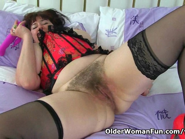 Uk milf janey pleases her hungry and hairy pussy 3