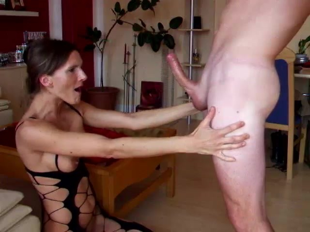 German Milf Gives Rough Deepthroat Until Massive Facial