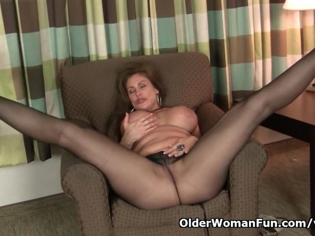 American Milf Sheila Gets Turned On By Pantyhose - Free -8693