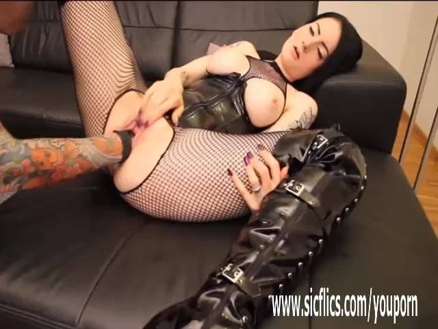 Fisting Her Wrecked Teen Pussy For The First Time - Free -1434