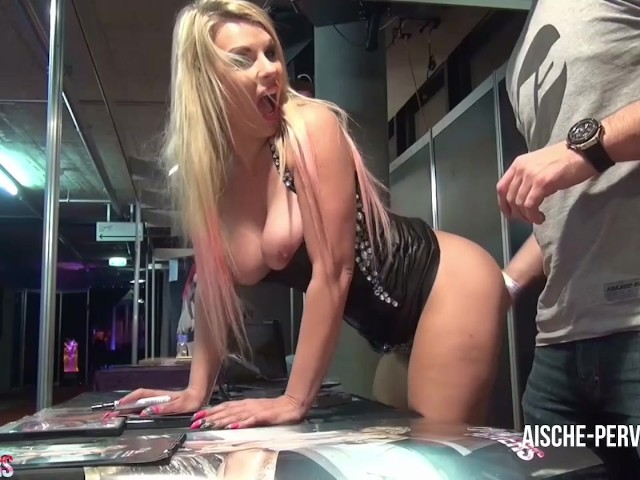 Wtf Public Fingered At The Sex Convention From Unknown -5507
