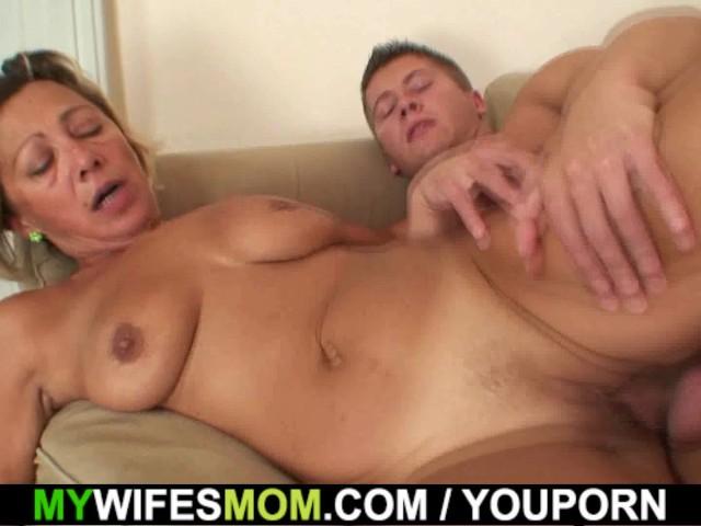 Fucking my girlfriend hot mom — photo 11