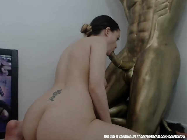 Pierced Girl Blowing Her Golden Statue on Cam