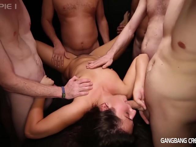 Порно мужики толпой кончают в одну пизду #13