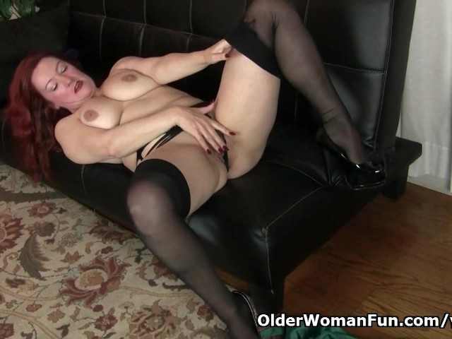 American milf Jessica O Hare gives herself a dildo treat #260634