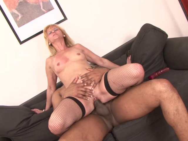 White cougar squirting fucked by black man hardcore interracial sex cumshot 3