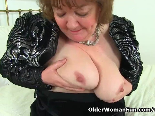 A rare sight gilf georgie cleaning 5