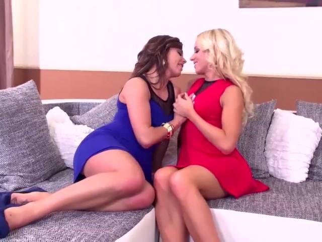 Luxury Whores Bella Baby _ Kiara Lord Double Dildo Lesbian Sex