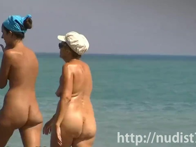 Sexy Beach Nudist Women Putting On Lotion Caught By Spy -2738