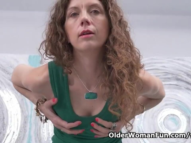 Canadian Milf Janice Strips Off And Fingers Her Ripe Cunt -2328