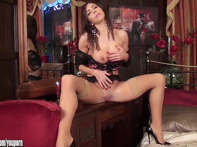 Beautiful Brunette Milf Nina Leigh Arrives To Entertain -8915