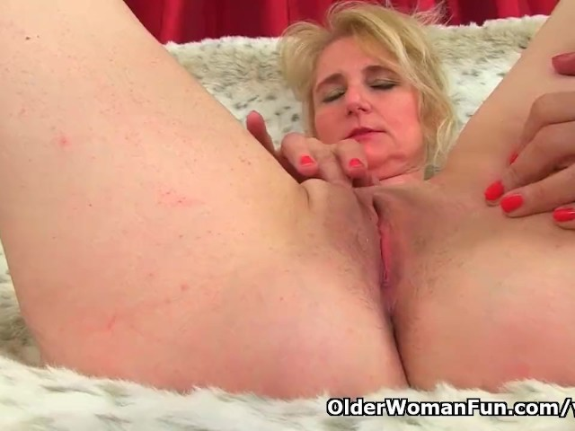 British milf red can039t control her throbbing pussy - 1 3