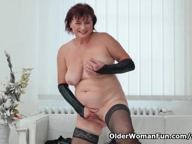 image English gilf pandora stuffs her old pussy with dildo