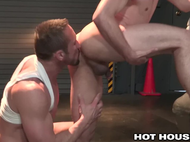 Hothouse muscle daddy dominates at the garage 2