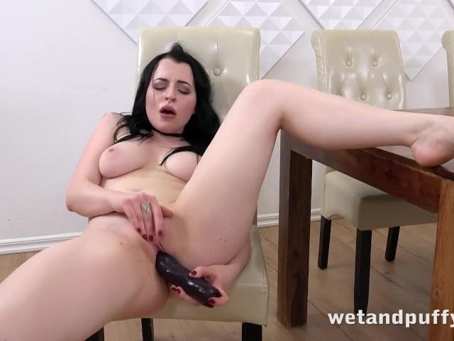 Wetandpuffy - Gorgeous Quinn Linderman orgasms hard using a big dildo #1153975