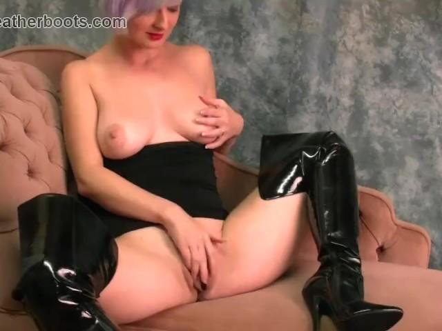 slutty black pussylesbian milf eats pussy