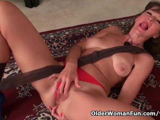 American milf natasha belinsky fingers her ass 7