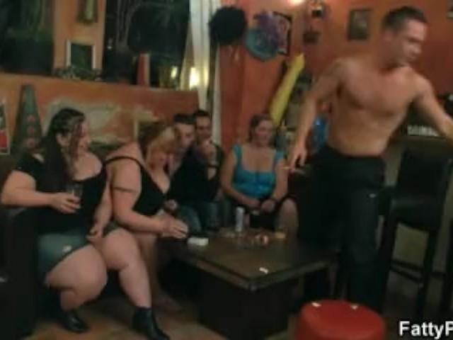 Spin flasken fører til BBW Group Sex - Se porno gratis-6715