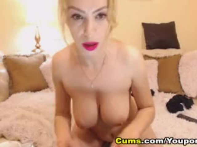 Hottie Blonde Babe Toying Her Wet Pussy